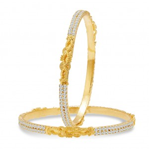 Buy Sukkhi Fascinating Gold Plated AD Bangle For Women Online