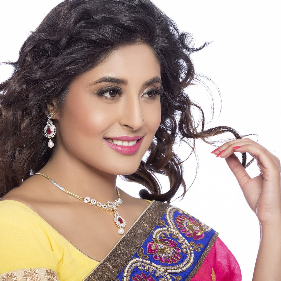 Buy Sukkhi - Kritika Kamra Detachable 4 in 1 CZ Jewellery Set with Chain and 5 Changeable Stone Online