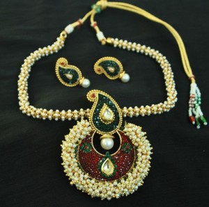 Buy Beautiful Multicolour Pendant set & with necklace studded with Pearls Online