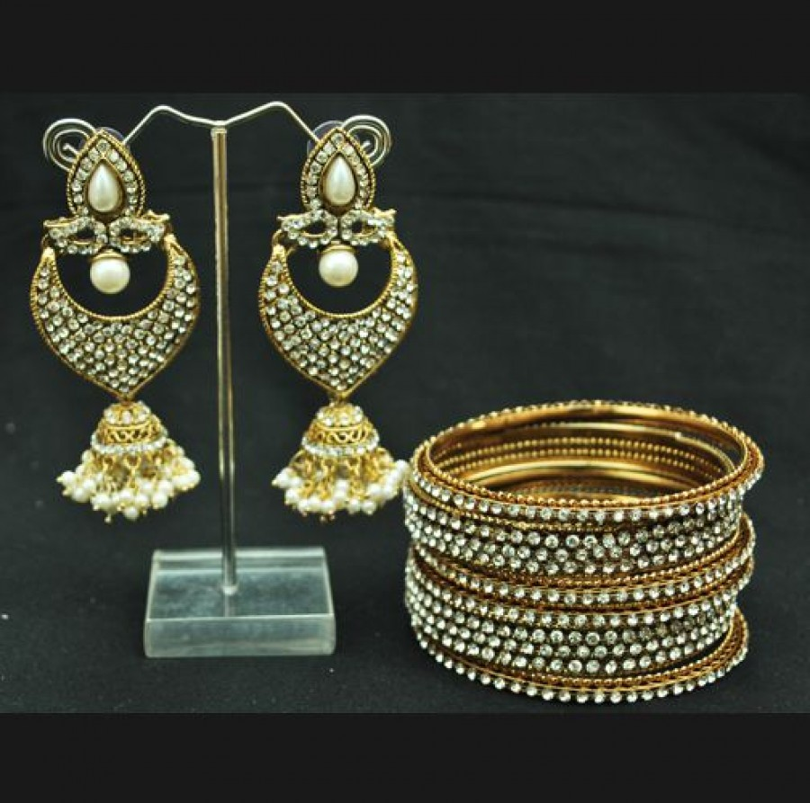 Buy Eye-Catchy Pearl Jhumkii with Bangles Online