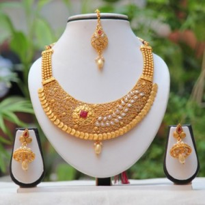 Buy Unique Traditional Floral design White AD Necklace Online