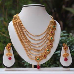 Buy Tradtiona Maroon-Green kundan necklace set Online
