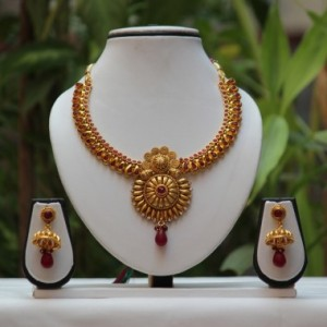 011a47c07eb 1 antique golden shine maroon necklace set