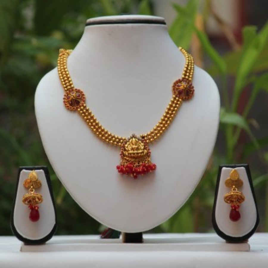 Buy Laxmi design pendant short mala maroon necklace set Online