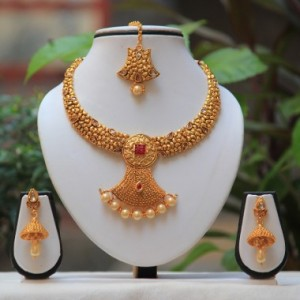 Buy Antique beautiful pearl drop Maroon white kundan short necklace design Set  Online