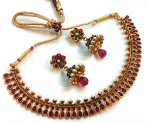 Buy Divinique Jewellery Pink Necklace Set Online