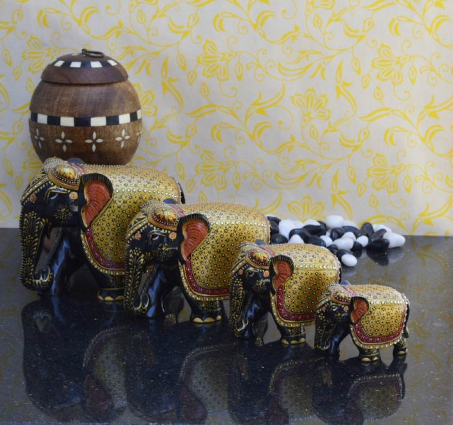 Buy Family of 4 Wooden Elephants with classy Shawls Online