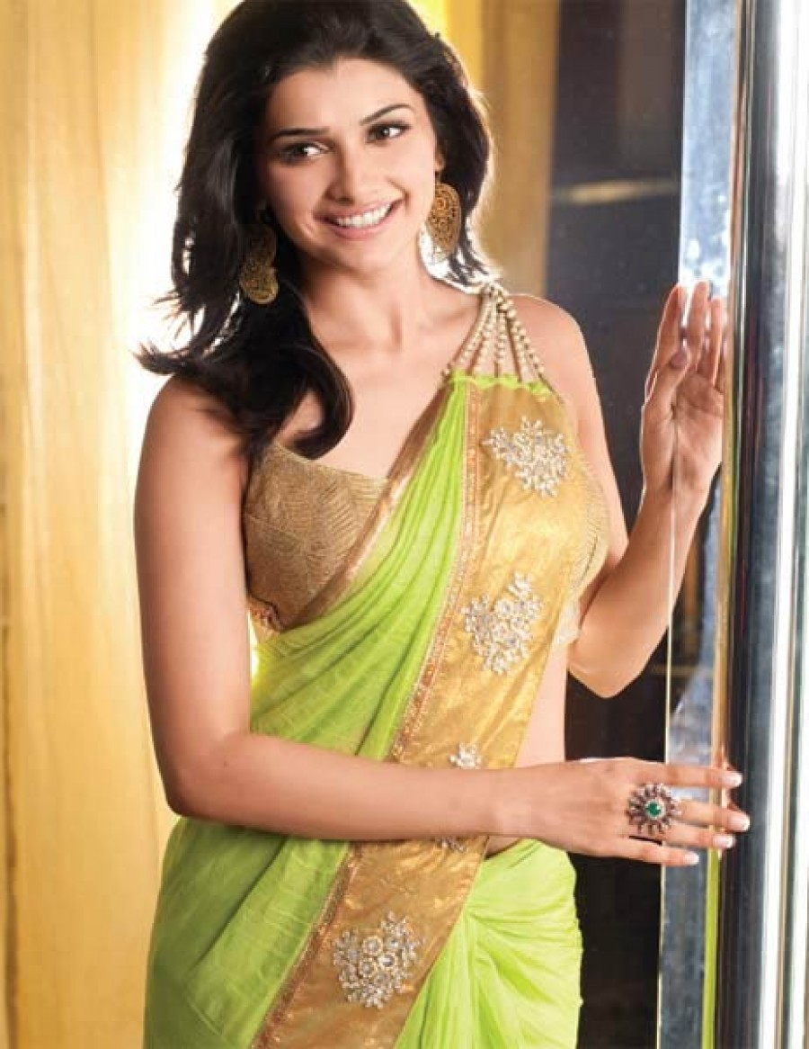 430d53adbefd6 Buy Exclusive Prachi Desai Paroot Green Designer Saree at best price ...