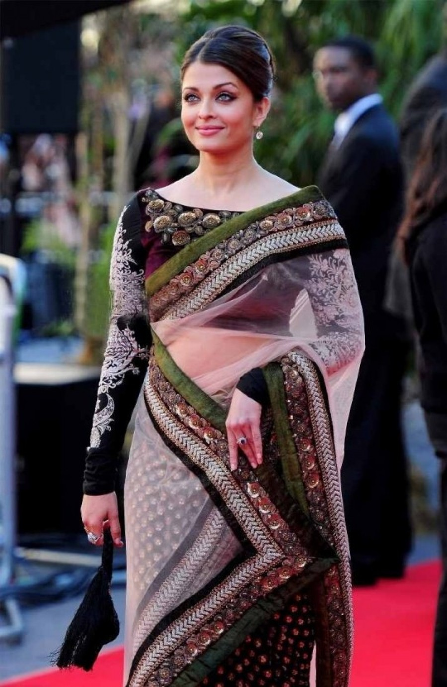 Exclusive Aishwarya Rai In Designer Saree Replica 518024