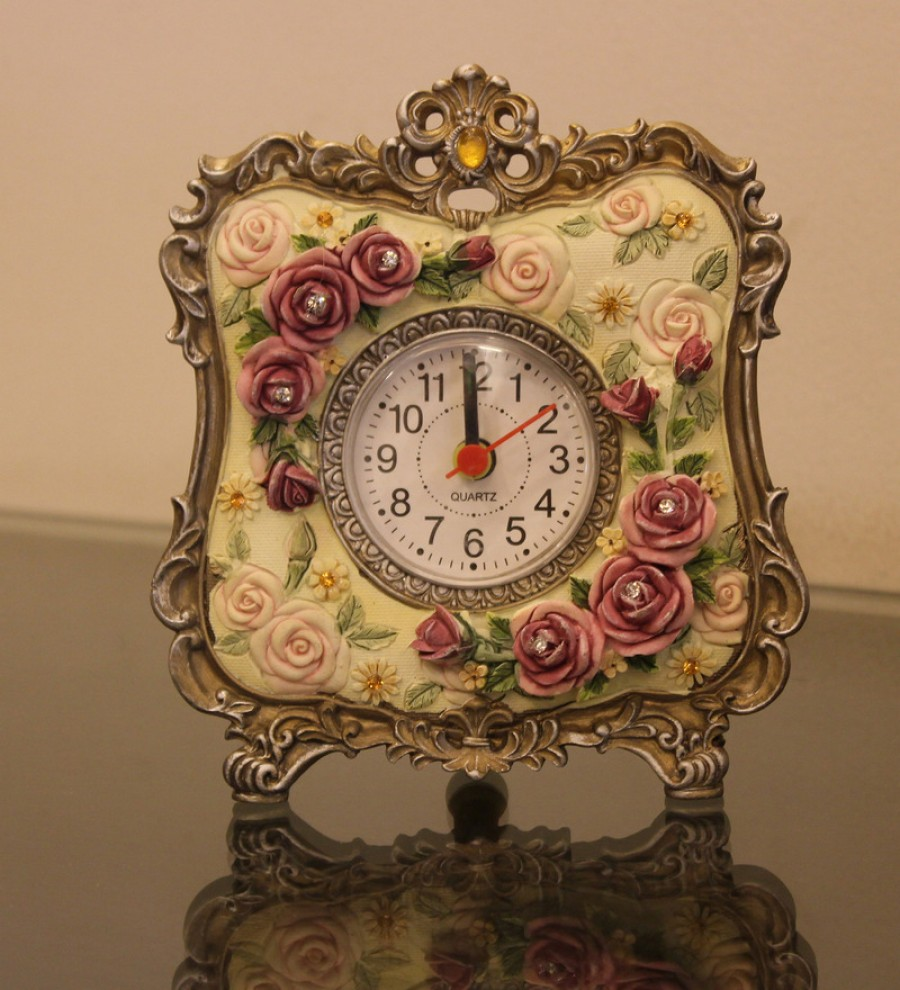 Buy Browse Multicolor Polyresin House Td02 Victorian Roses Table Clock Online