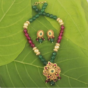 Buy  Awesome hyderabadi pendant set Online
