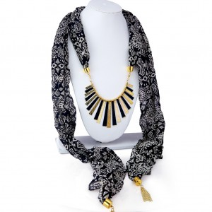 Buy Sukkhi Gleaming Chiffon Detachable Scarf Necklace With Chain For Women Online
