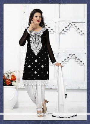 Buy Eye-Catchy Black Punjabi Suit Online