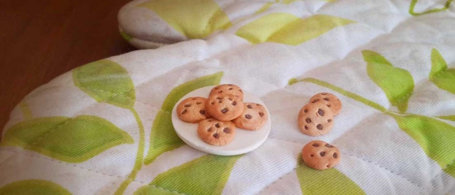 Buy  Choco-chip Cookie Plate Fridge Magnet Online